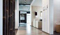 kleine foto witte badkamer showroom